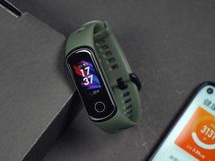 荣耀手环5i评测:USB充电无需底座,深挖运动健康