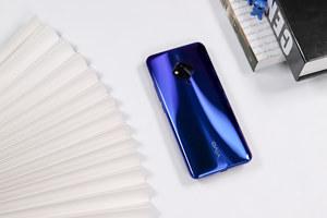 独特菱形美学设计,还有超小孔的屏幕 vivo S5图赏