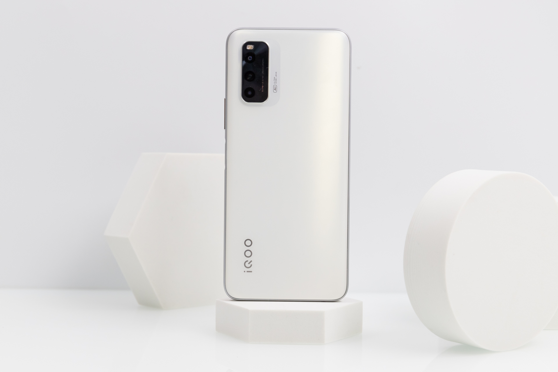 iQOO Neo5 活力版评测 两千元档性能之选