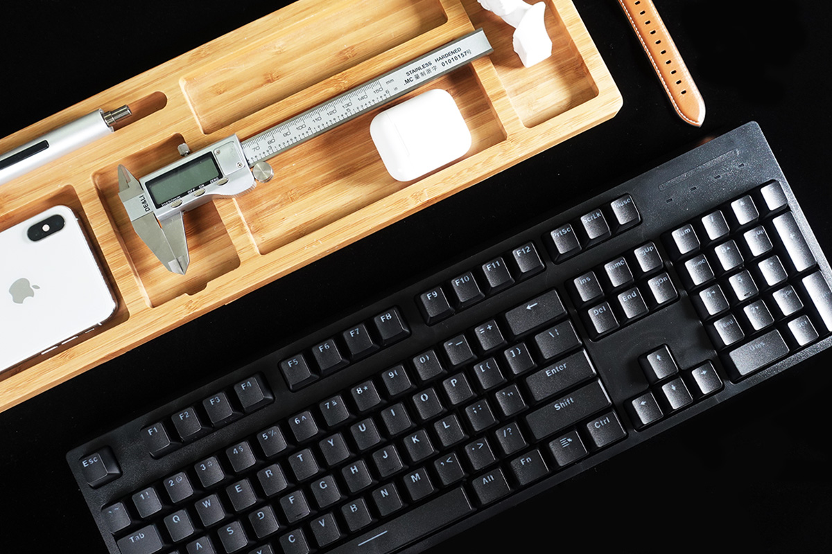 吃鸡键盘又一力作!雷柏V808RGB机械键盘图赏